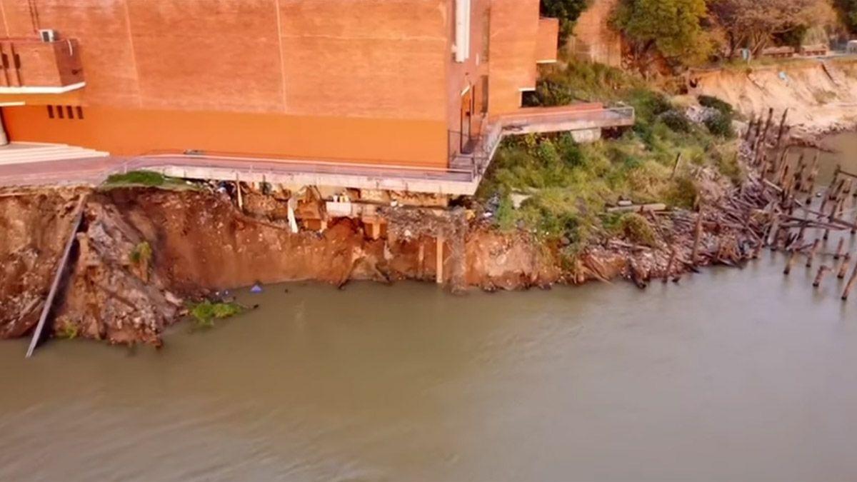 El derrumbe se produjo en medio de la bajante histórica del río Paraná.