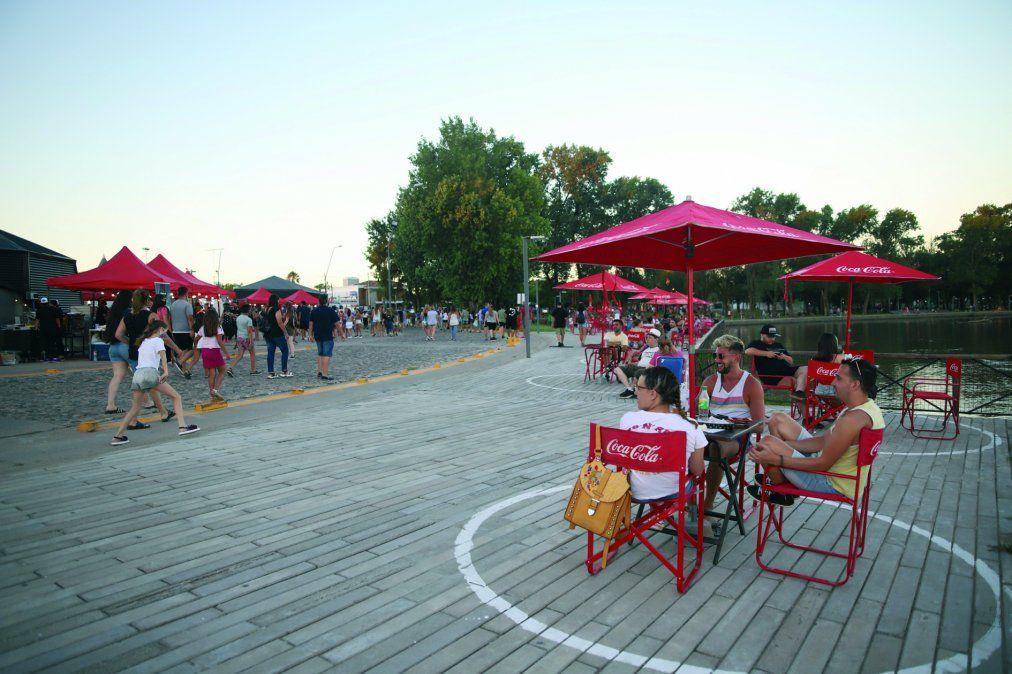 Inauguraron la Feria Gastronómica con diferentes rubros del sector, cervecería artesanal y música