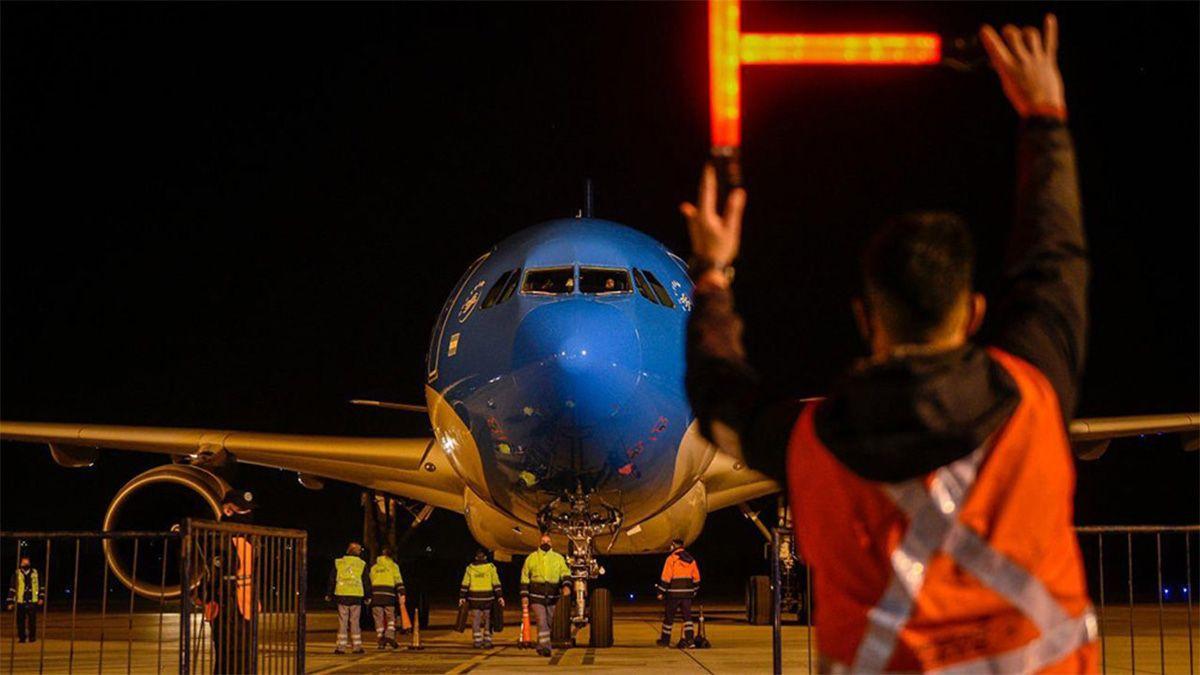 La aeronave volverá con las dosis este martes a las 16 horas.