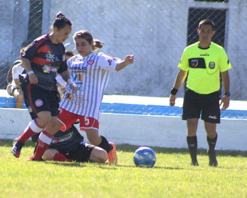 """Hipólito Yrigoyen comenzó con éxito la defensa de la corona al vencer a Alumni. El """"diablo rojo"""" fue campeón del primer torneo oficial en 2019."""