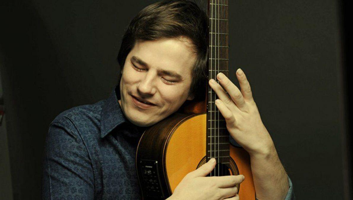 Entrevista a Nahuel Pennisi: El trabajo del músico es en la sala de ensayo, porque en el escenario es todo alegría