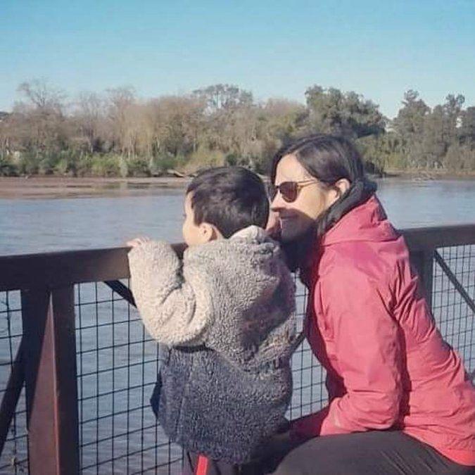 """Claudia Mondino es madre por adopción e impulsora del grupo local """"Adoptarnos""""."""