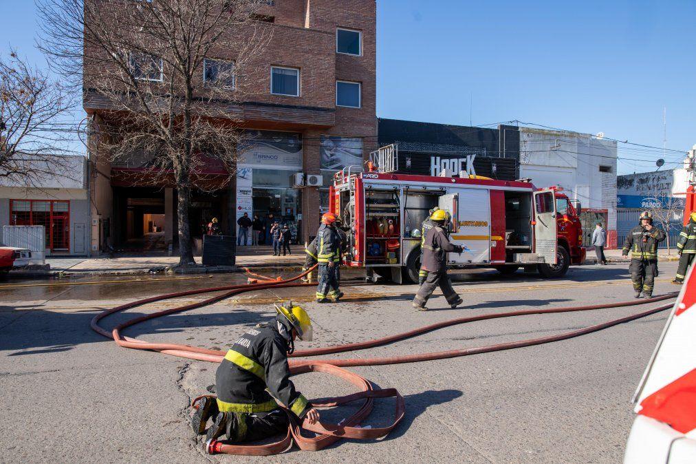 Todos los efectivos trabajando para terminar con las llamas.