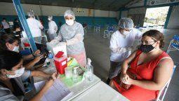 Ayer por la tarde comenzó la campaña de vacunación para los docentes de la ciudad de Río Cuarto. Ytambién se continuó con el operativo para los mayores de 70 años. Entre los vacunados, figuró el exintendente y exdiputado Alberto Cantero.