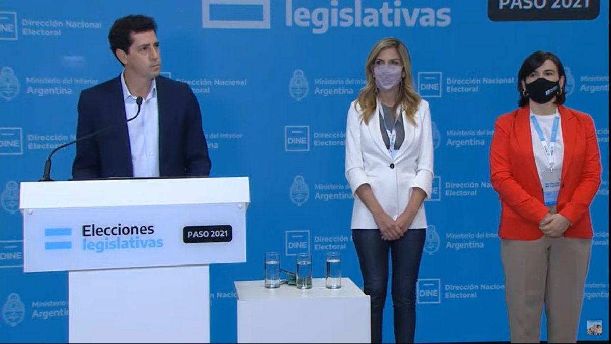 El ministro del Interior brinda un mensaje desde la sede del Correo Argentino.