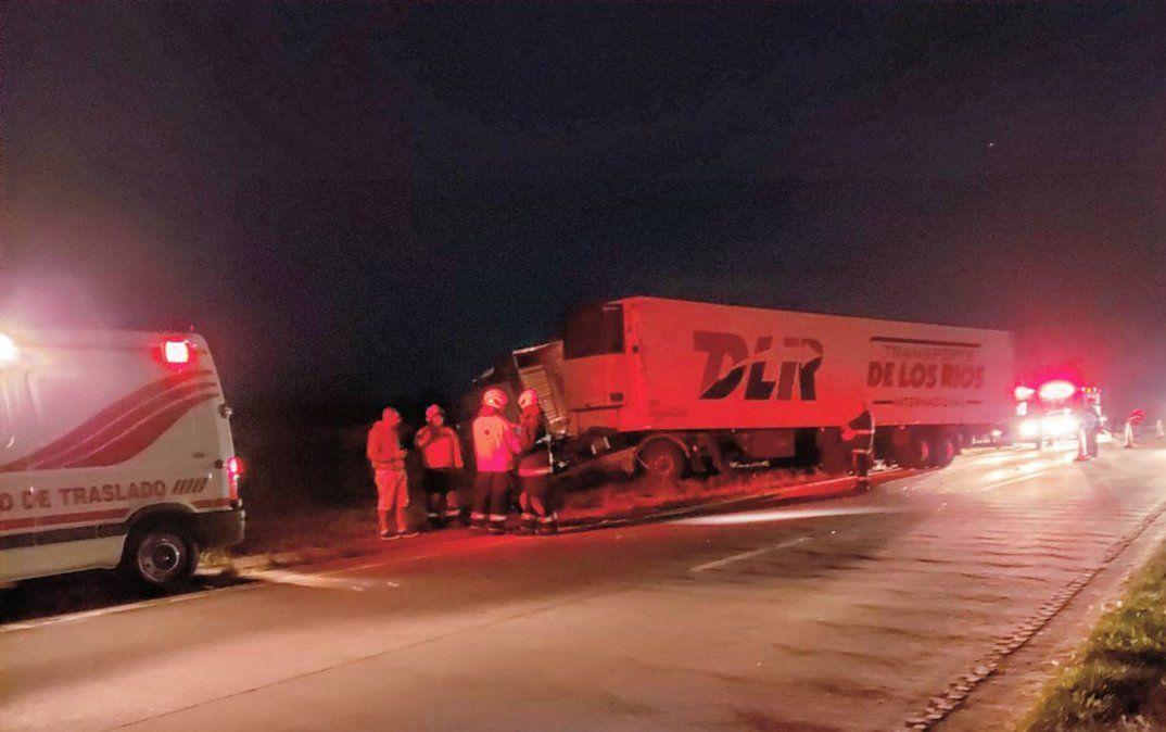 Choque por alcance en la autopista: un camionero resultó herido