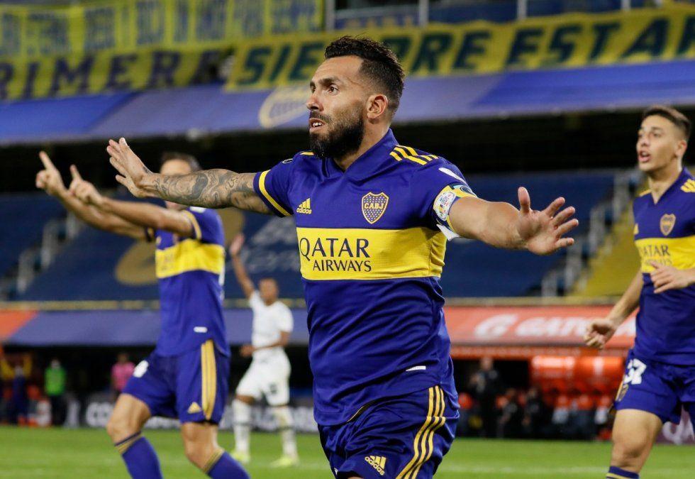 El festejo de Carlos Tevez tras el uno a cero con el cual Boca comenzaba a ganarle el partido a un pálido Santos.