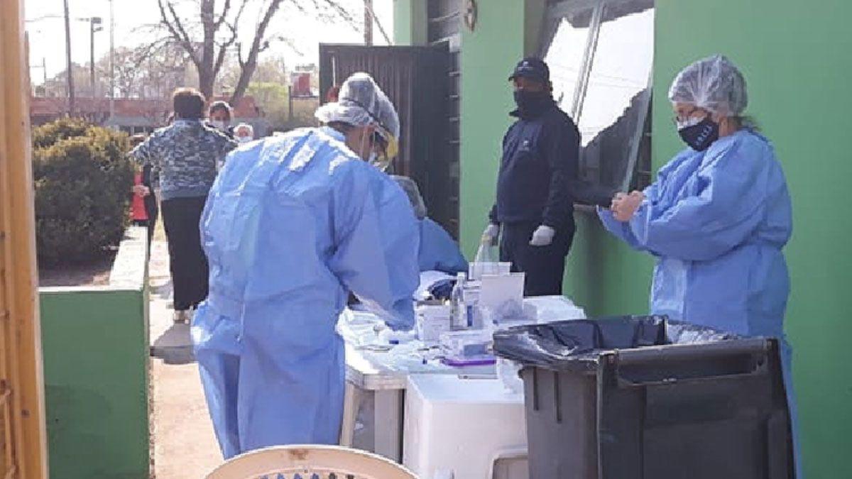 En el SUM del barrio Argentino se realizaron los testeos a vecinos.