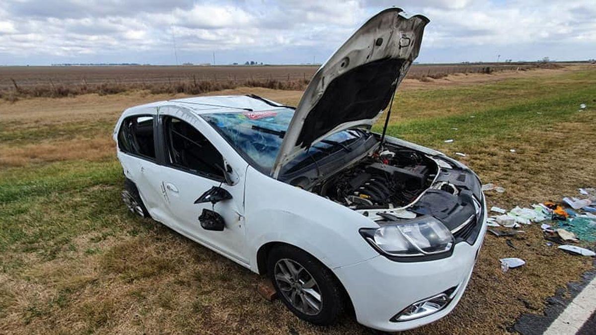 Tres ocupantes del vehículo fueron hospitalizados en Serrano.