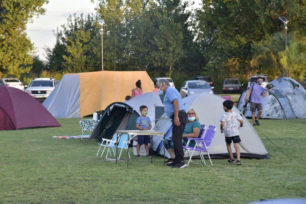 Participaron 35 familias del campamento astronómico en la Escuela Granja el fin de semana