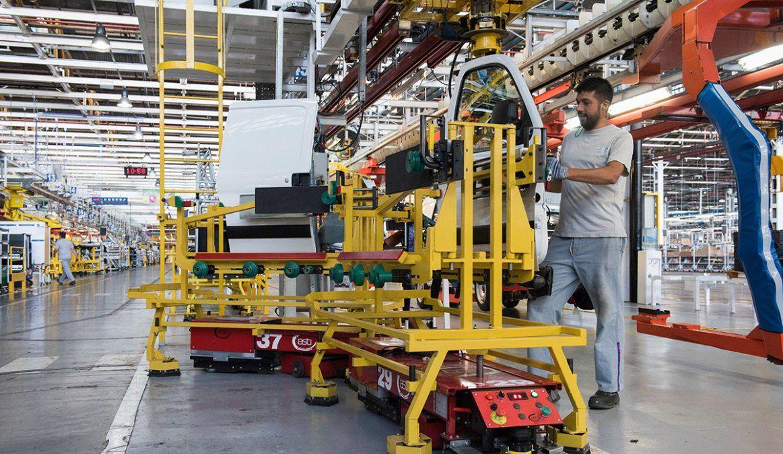 La producción industrial cayó 7,1 por ciento en agosto