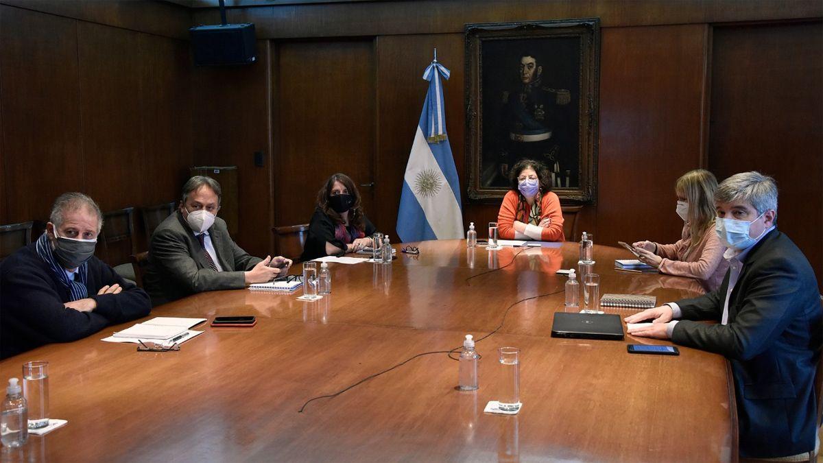 La ministra Vizzotti encabezó la reunión con los responsables de Salud de las provincias.
