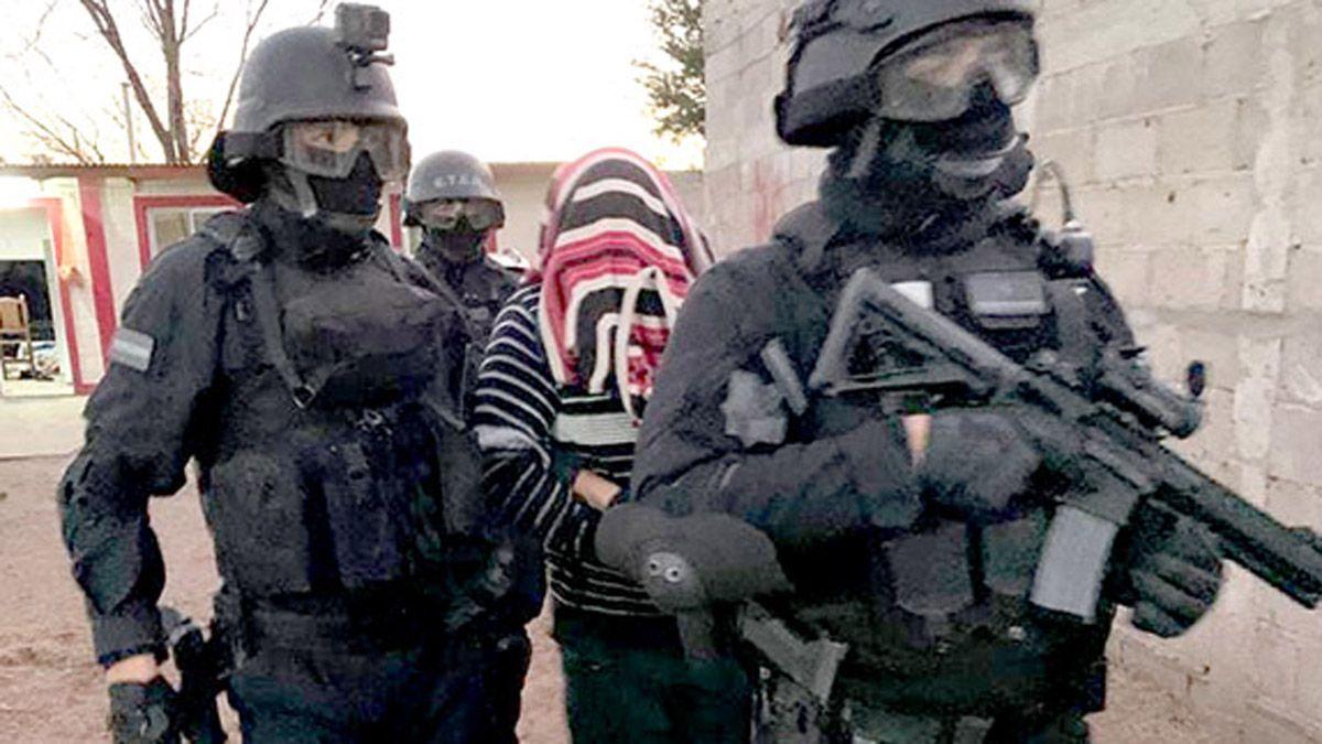 El sospechoso fue retirado por efectivos del grupo Eter.