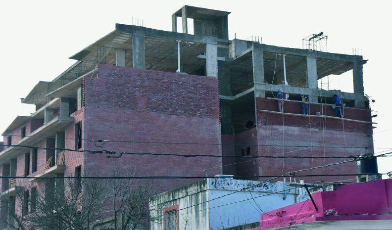 Aún en crisis, la construcción aporta más de $ 224 millones mensuales