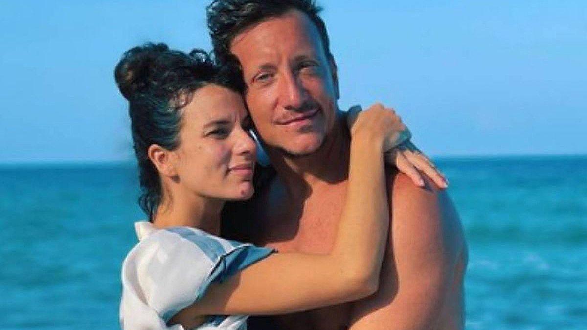 La pareja de actores Gimena Accardi y Nicolás Vázquez se encontraban en el edificio que se derrumbó en Miami.