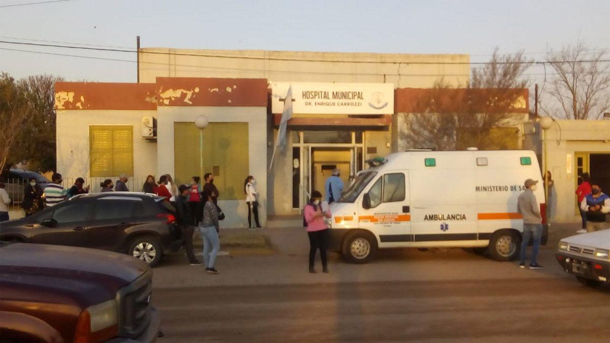 Gran número de vecinos se acercó al Hospital para realizarse los hisopados.