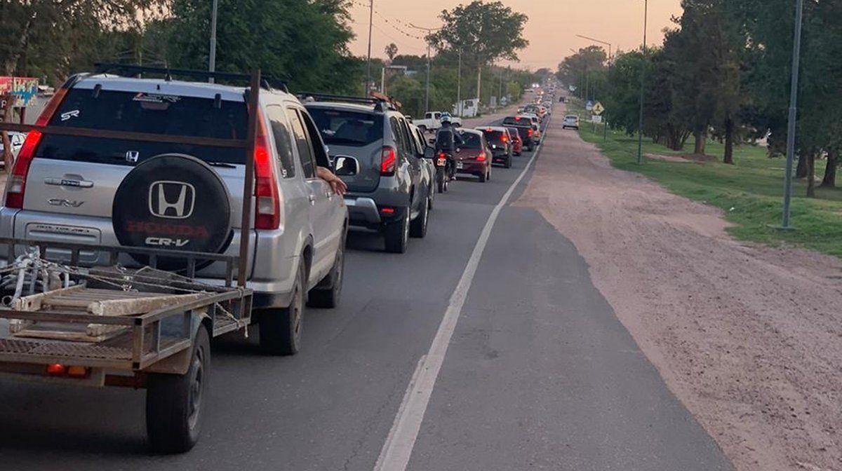 Córdoba cerró el fin de semana largo con grandes caravanas de autos en las rutas serranas