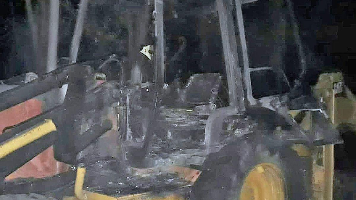 El incendio de las tres máquinas de la empresa Predrueza S.A. ocurrió el pasado domingo en horas de la noche.