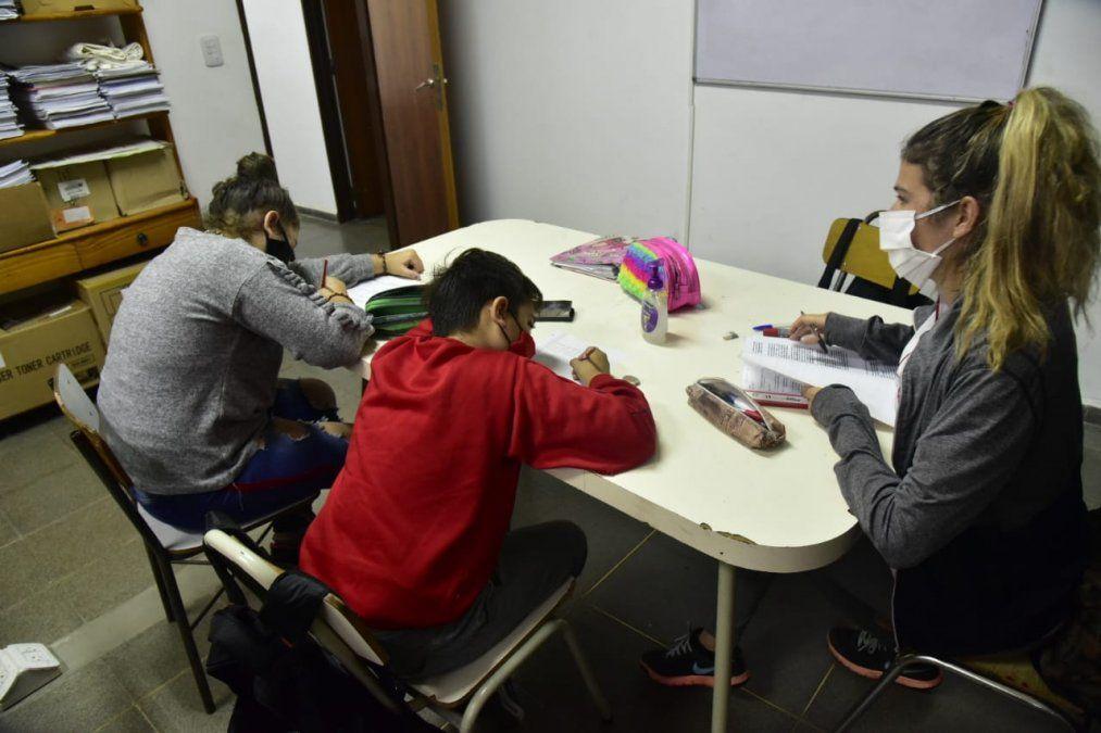 Alrededor de 150 estudiantes de nivel primario asisten a talleres de apoyo escolar