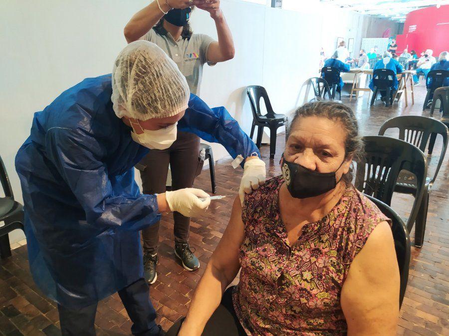 Vacunación en la ciudad a mayores de 70 años. Algunos recibirán entre hoy y mañana su segunda dosis.