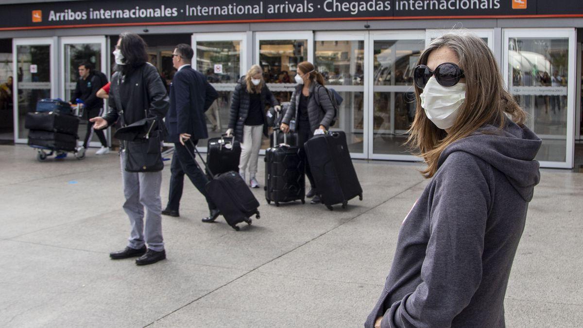 El Gobierno pide evitar los viajes al exterior en Semana Santa.