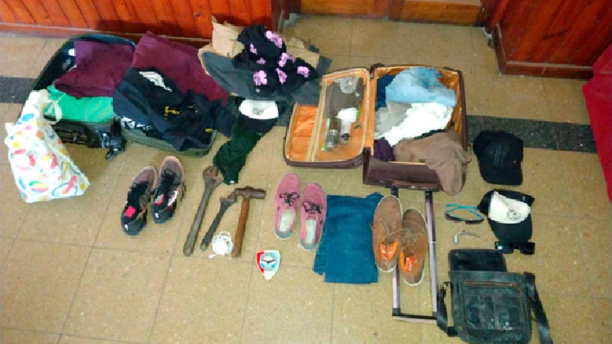 Algunos de los elementos secuestrados a los delincuentes cordobeses.