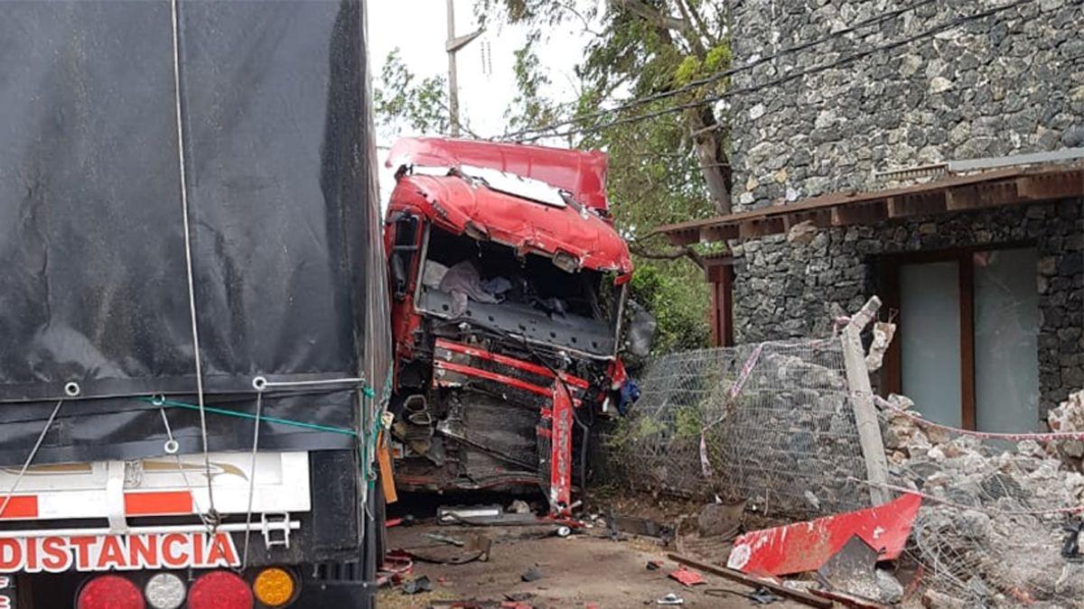 El camión despistó cuando transitaba por ruta 30