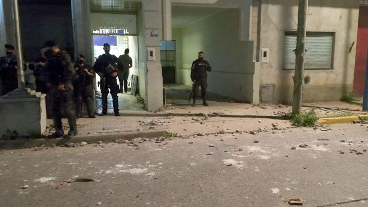La comisaría de Rojas fue intervenida tras los incidentes.