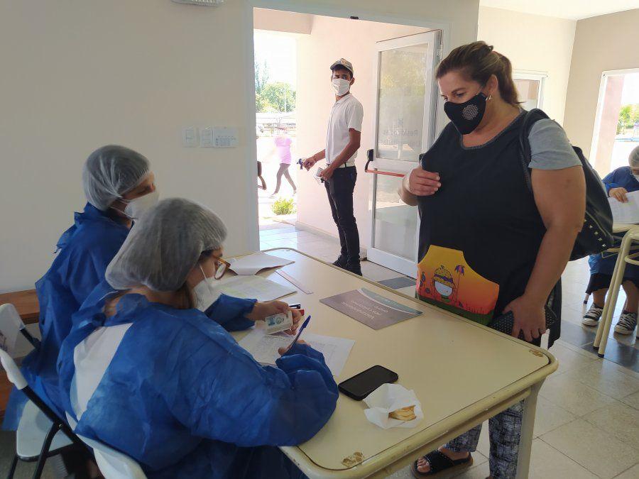 La vacunación se desarrolla en el centro de vacunación de la UTN Facultad Regional Villa María hasta las 16 horas.