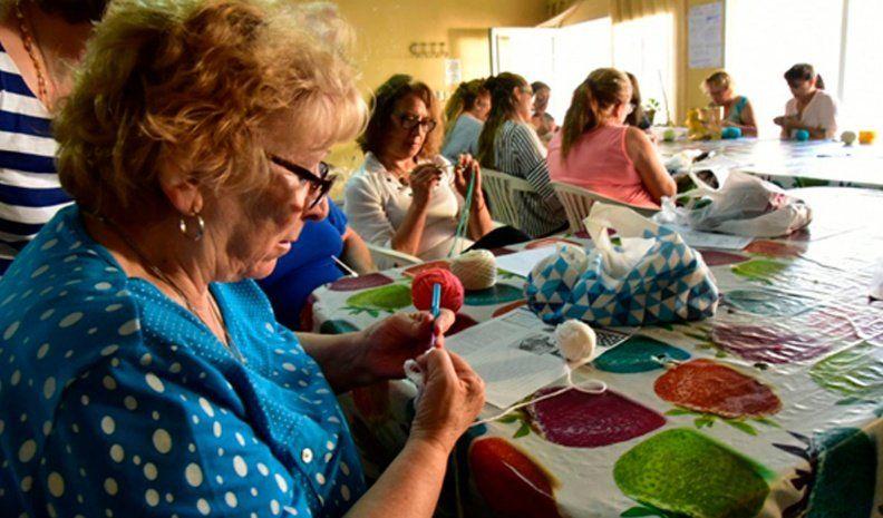 Aprender y cuidar la salud son las principales motivaciones de los 374 adultos mayores que participan de los talleres que ofrece el Municipio