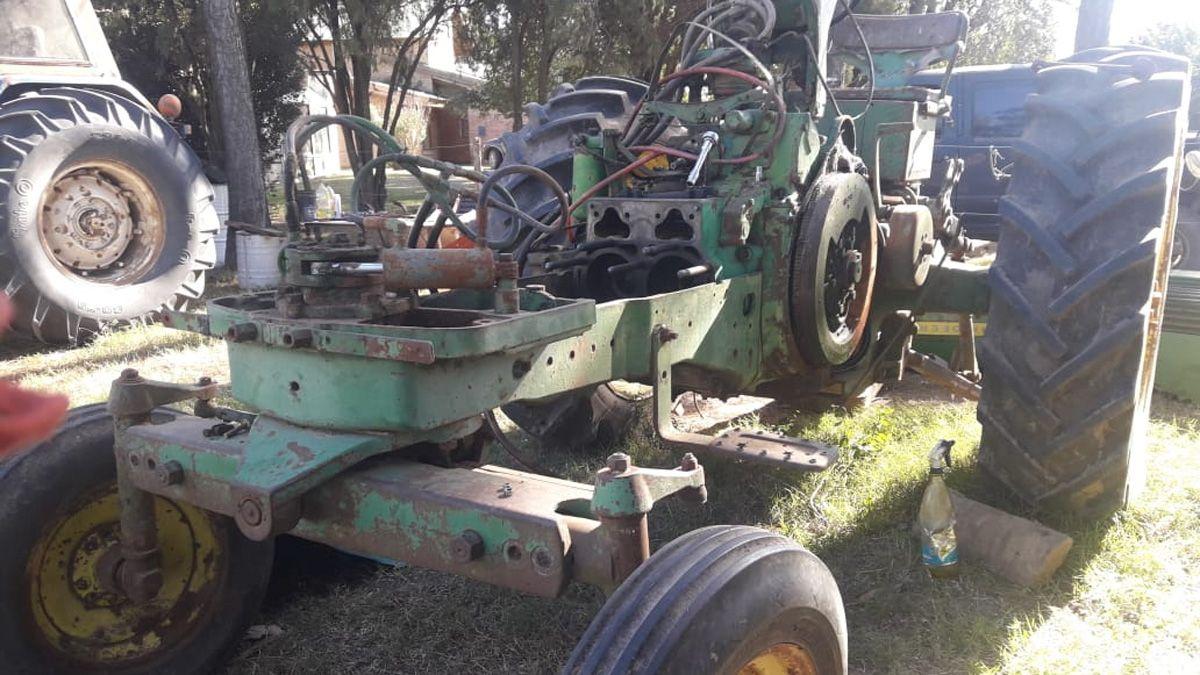 El primer tractor familiar estaba abandonado en un galpón.