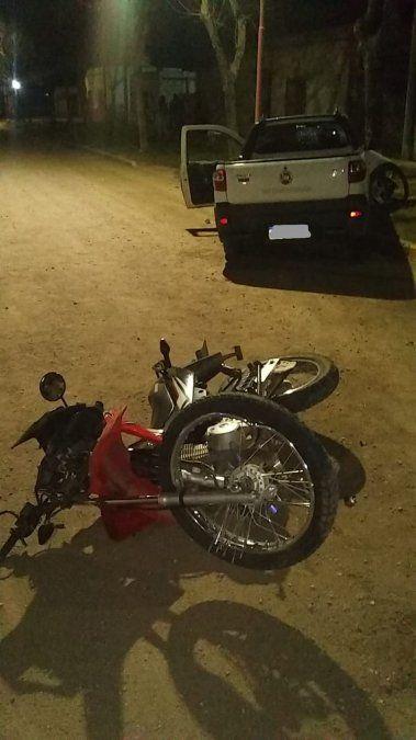 El motociclista sufrió fractura expuesta de fémur y traumatismo cerrado de tórax.