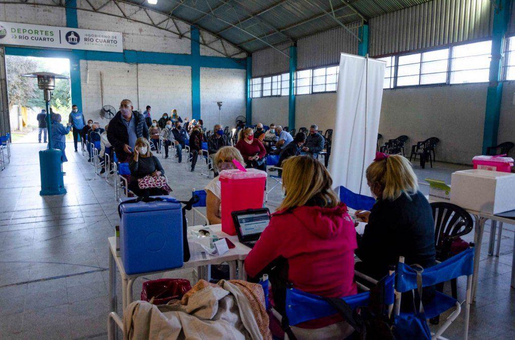 En la provincia se colocaron este viernes 7.880 vacunas contra el coronavirus.