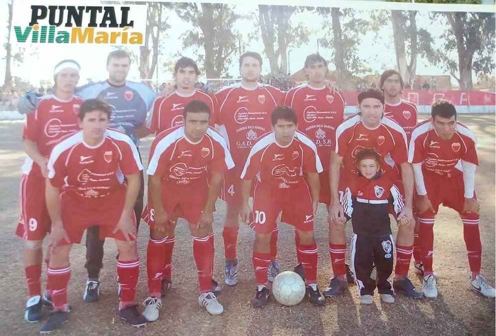 El equipo de Central Argentino que logró el ascenso en 2008 conducido por Hugo Marcelo Sachetto.