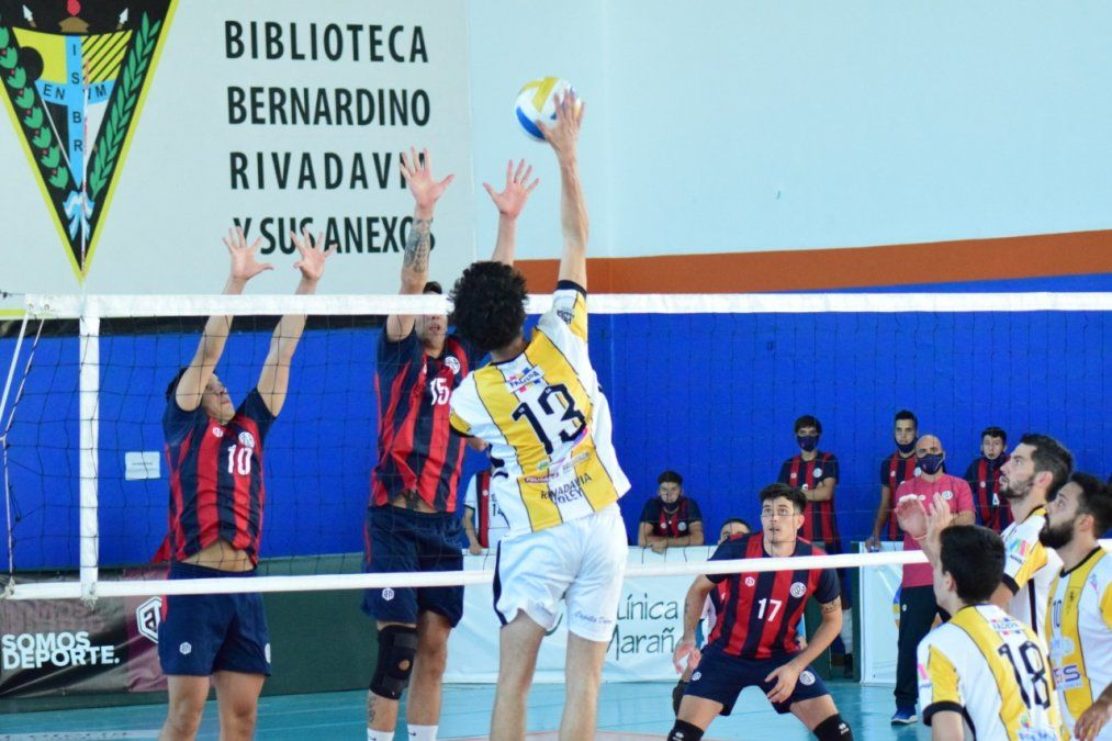 Trinitarios venció a Echague y está en cuartos; Rivadavia cayó con San Lorenzo