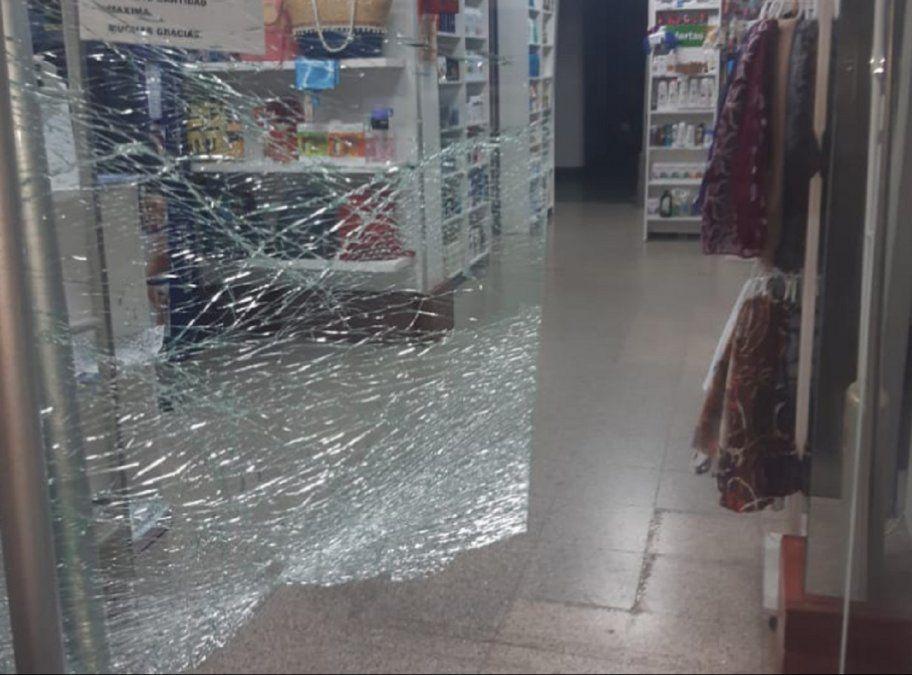 Volvieron a robar en una farmacia céntrica: se llevaron la caja registradora