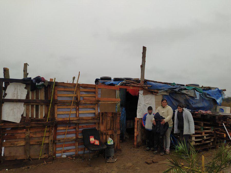 Además reciben donaciones de frazadas y ropa de abrigo por las bajas temperaturas.