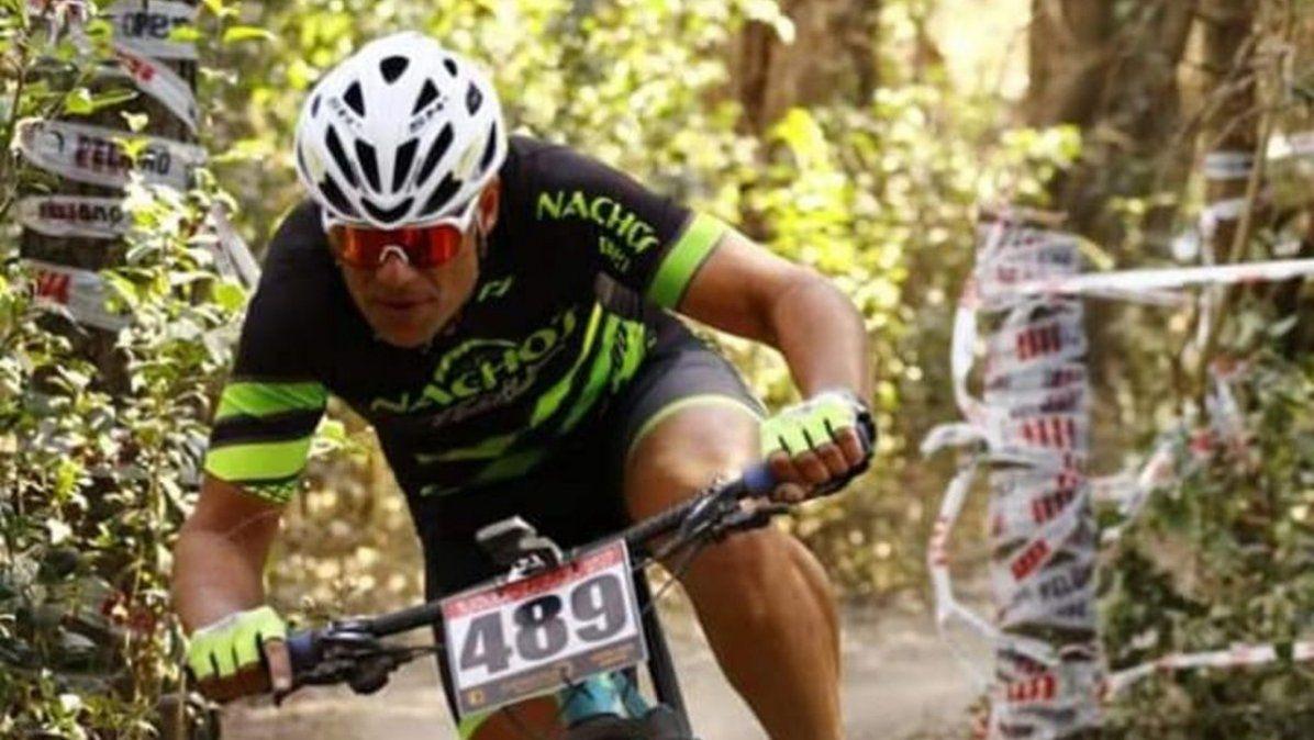 Rosa anhela ser nuevamente campeón argentino de ciclismo. Para eso se entrena todos los días cuando sale de su trabajo.