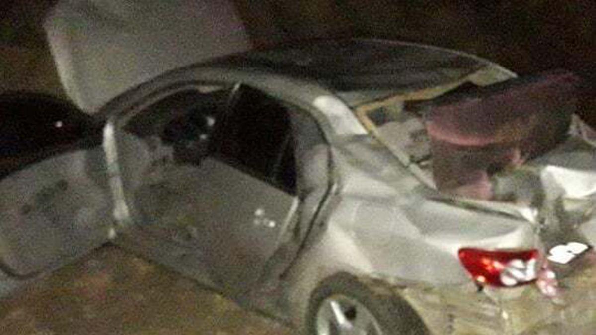 El vuelco fue protagonizado por un automóvil Toyota Corolla color gris.
