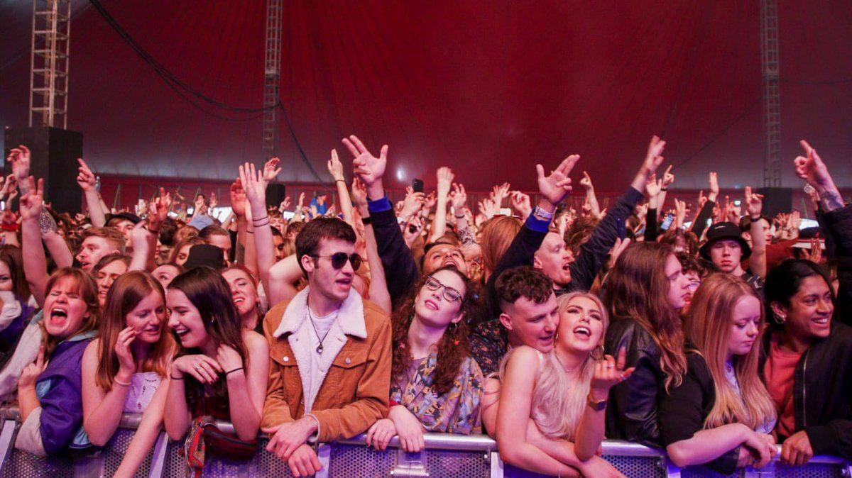 El concierto fue en el Sefton Park de Liverpool y tocó la banda Blossoms de Stockport.