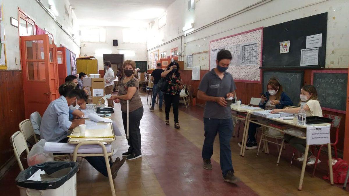 Pasado el mediodía había votado un 25% del padrón