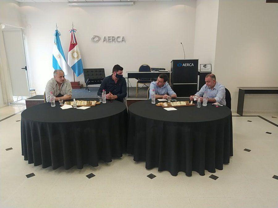 Rodrigo De Loredo estuvo acompañado por integrantes de la lista