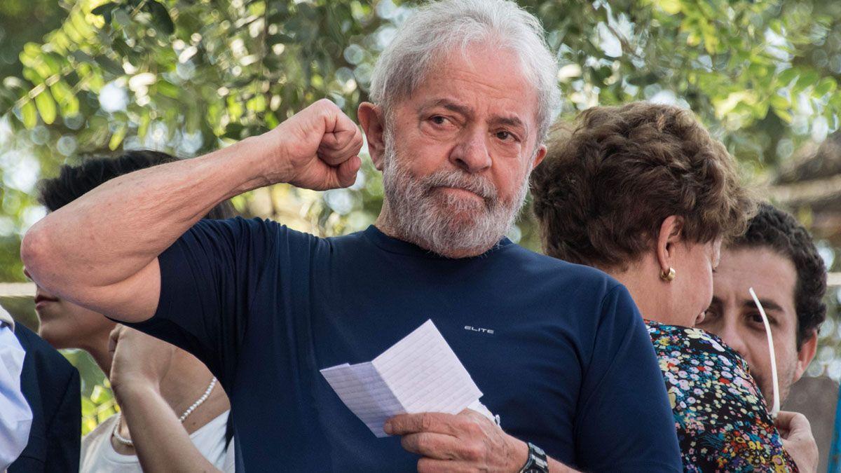 Da Silva aparece primero en las encuestas para vencer en todos los escenarios a Bolsonaro en 2022.