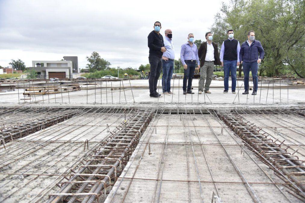 El hormigonado en la etapa final. El nuevo puente que unirá las dos Villas es una realidad.