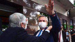 El presidente Alberto Fernández es recibido por Hugo Moyano al llega a la sede de la Federación de Camioneros para participar del acto del Dia del Camionero