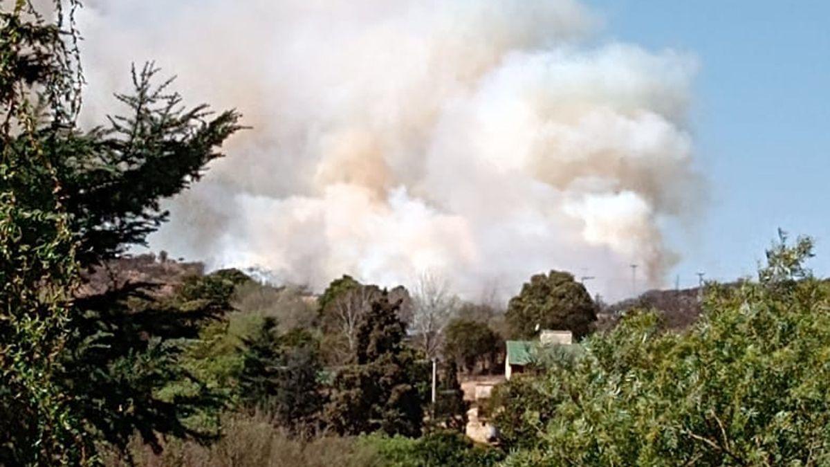 El incendio estuvo próximo a las viviendas en Alpa Corral.
