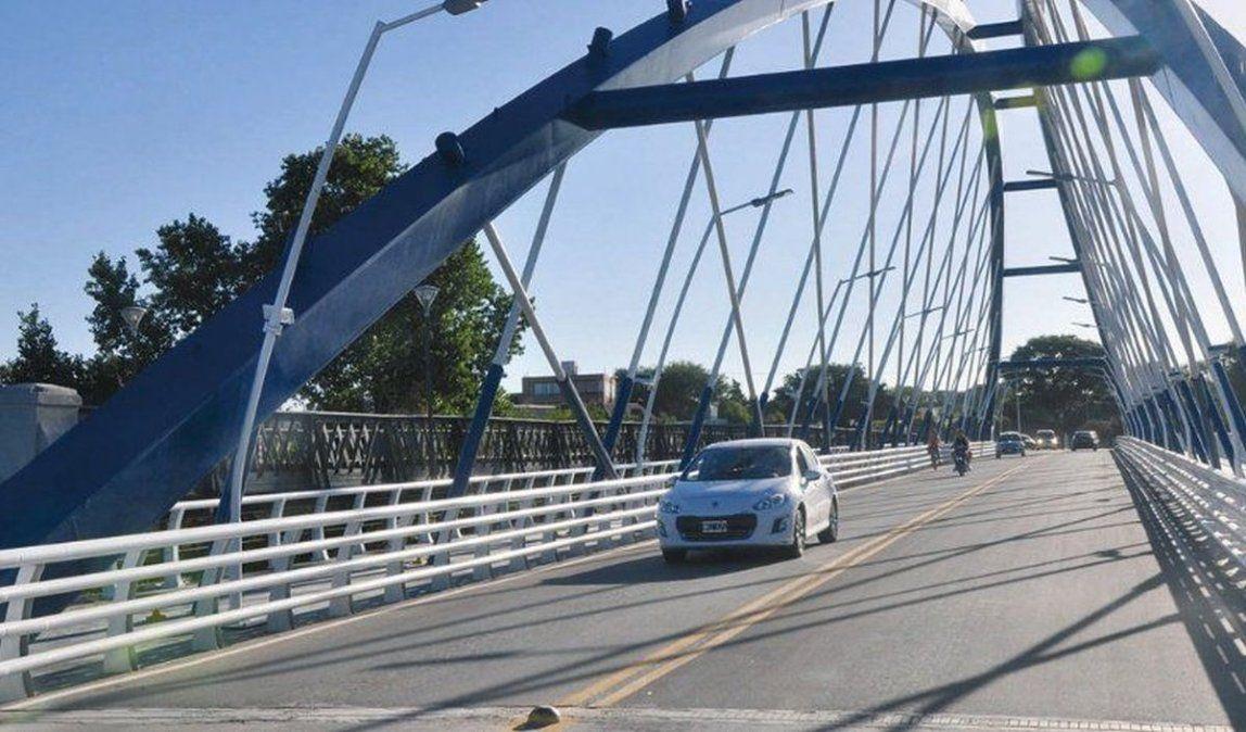 Los trabajos estarán centrados en las luces ubicadas en el faldón del puente