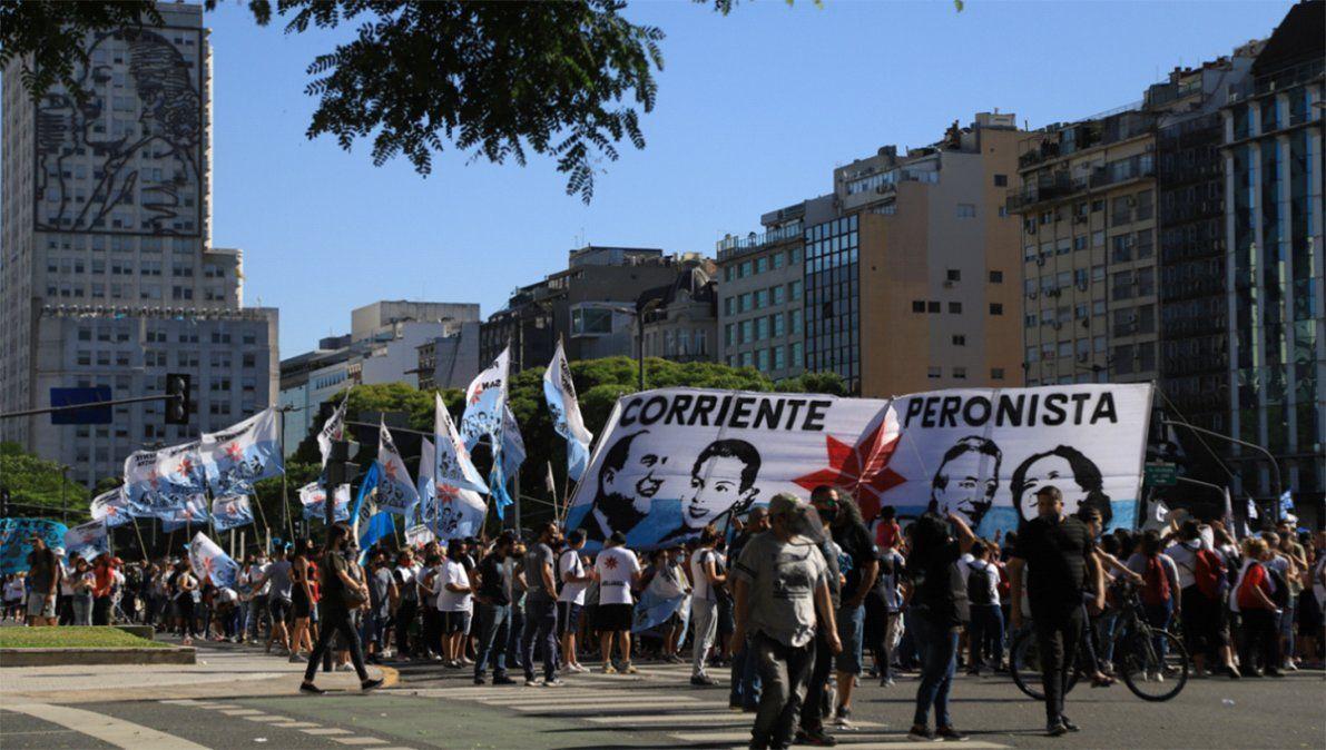 Marcharon en defensa de acusados de corrupción