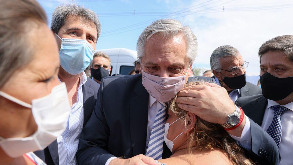 El presidente Alberto Fernández visitó zonas afectadas por el terremoto.