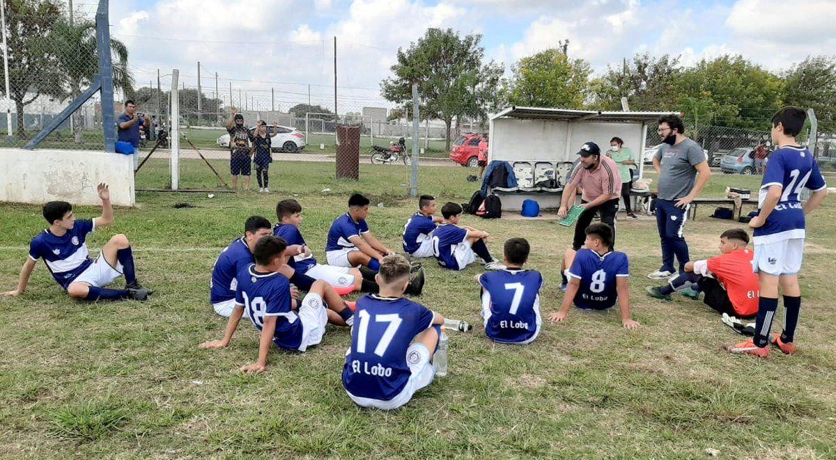 """Christian Romero explicó que """"hay cambios hormonales grandes en pibes de 11 a 16 años. Parar el fútbol 2 años en pleno crecimiento es grave""""."""